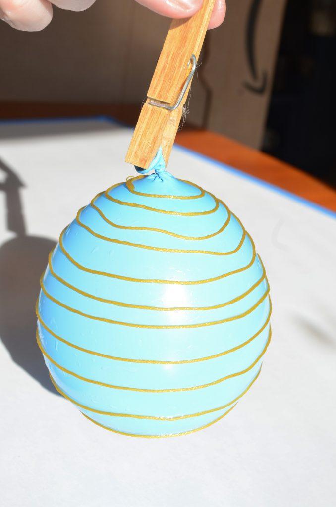 string on balloon