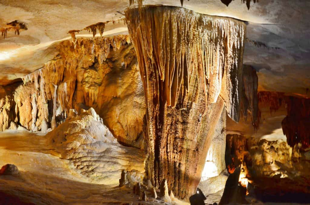 stunning cave room at Fantastic Caverns in Springfield Missouri