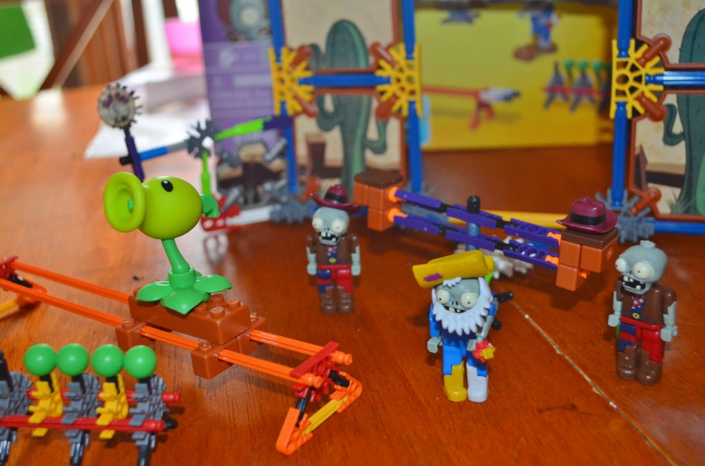 K'NEX Plants vs Zombies set