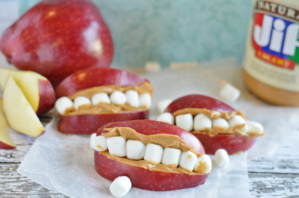 Halloween snack idea: mouth teeth snack