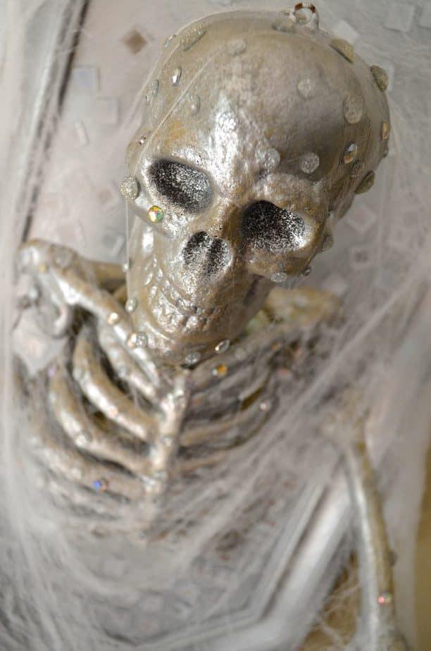 DIY Skeleton Frame Halloween Wall Decor Tutorial