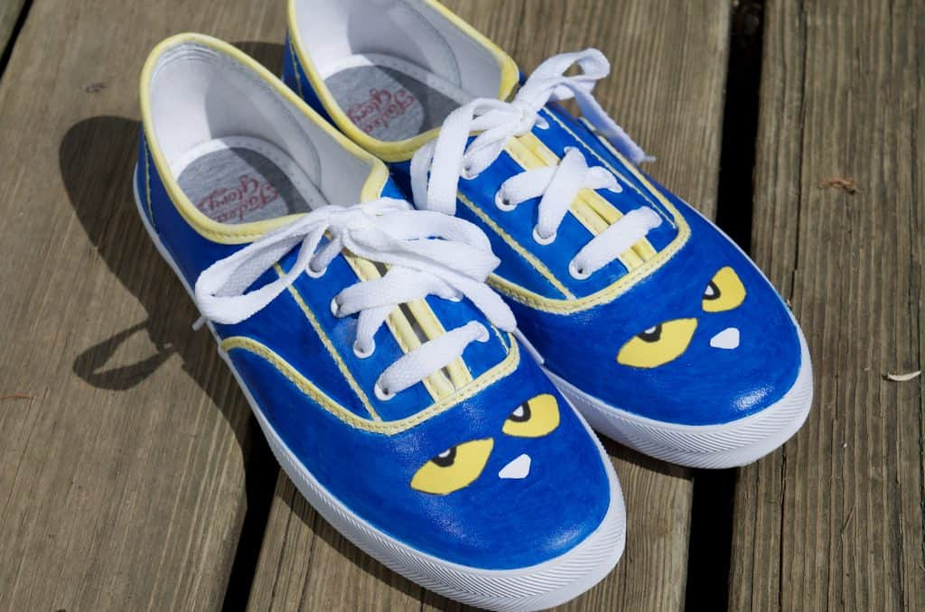 DIY Pete the Cat Shoes Tutorial Children's Book Fashion