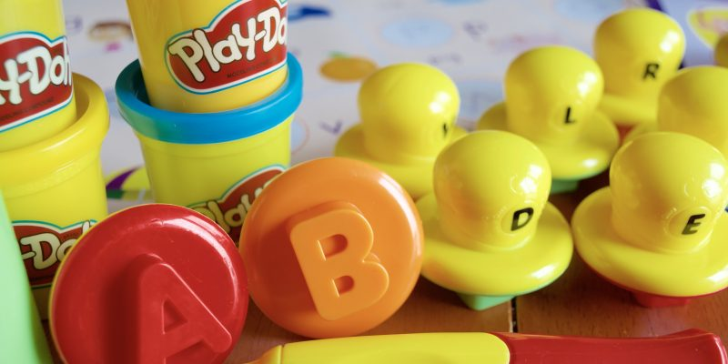 PLAY-DOH Shape and Learn Letters and Language Set