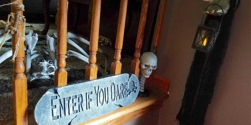 DIY Zombie Hand Wall Hanging Home Decor for Halloween